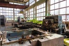 Zaniechany i zniszczony wojna przerastającą fabryką Obrazy Royalty Free