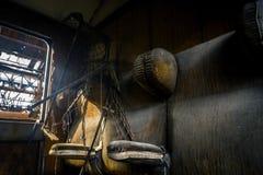 Zaniechany kareciany interor z siedzeniami Fotografia Stock