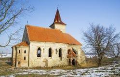 Zaniechany kościół St Linhart na zamarzniętym Musov rezerwuarze Obraz Royalty Free