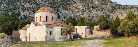 Zaniechany kościół z drzewami oliwnymi Fotografia Royalty Free