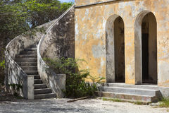 Zaniechany kwarantannowy budynek na Curacao Fotografia Royalty Free