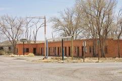 Zaniechany motel w miasto widmo zdjęcie royalty free
