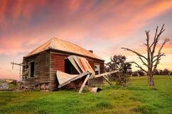 Zaniechany obdrapany gospodarstwo rolne dom Obraz Stock