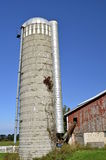 Zaniechany ogromny silos z auger prowadzi w stajnię Zdjęcie Stock