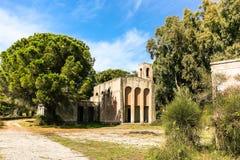 Zaniechany religijny budynek w parku Zdjęcie Royalty Free