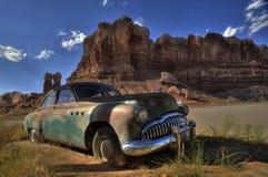 Zaniechany rocznika samochód w pustyni, Arizona zdjęcie stock