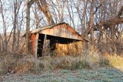 Zaniechany Rolny budynek przy brzaskiem fotografia stock