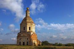 Zaniechany rujnujący kościół fotografia royalty free