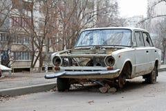 Zaniechany sowiecki motorowy samochód VAZ 2101 Zhiguli w jardzie w Volgograd Obrazy Stock