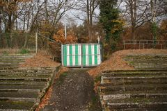 Zaniechany stadium piłkarski w Wageningen wymieniał Wageningse górę lodową obraz royalty free