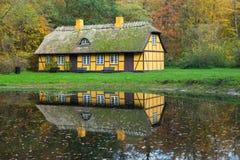 Zaniechany stary cembrujący dom w Charlottenlund zdjęcia stock