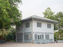 Zaniechany stary drewniany dom Zdjęcia Royalty Free