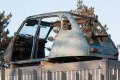 Zaniechany stary i ośniedziały samochodowy wrak Fotografia Royalty Free