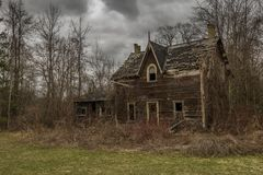 Zaniechany straszny stary dom obraz royalty free