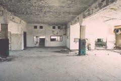Zaniechany wnętrze w ruinach militarna ugoda - rocznika eff Obraz Royalty Free