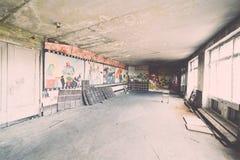 Zaniechany wnętrze w ruinach militarna ugoda - rocznika eff Obrazy Royalty Free
