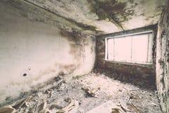 Zaniechany wnętrze w ruinach militarna ugoda - rocznika eff Zdjęcie Royalty Free