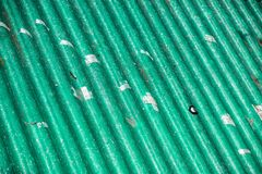 Zanieczyszczenia źródło, falista dach pokrywa na polutanta eternitu panel Zdjęcie Royalty Free