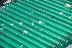 Zanieczyszczenia źródło, falista dach pokrywa na polutanta eternitu panel Obrazy Royalty Free