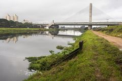 Zanieczyszczenia Pinheiros rzeka Obrazy Royalty Free