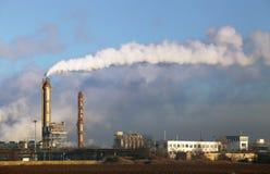 Zanieczyszczenia powietrza przybycie od fabrycznych dymnych stert Fotografia Stock