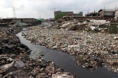 Zanieczyszczenia przy Hazaribagh garbarnią Bangladesz Obrazy Royalty Free