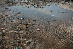 Zanieczyszczenie Środowiska na plaży w Tajlandia Obrazy Royalty Free