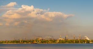 Zanieczyszczenie środowiska, strefy przemysłowa Metalurgiczna roślina, brudzi powietrze Zdjęcie Stock