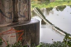 Zanieczyszczenie Pinheiros rzeka w Sao Paulo Zdjęcie Royalty Free