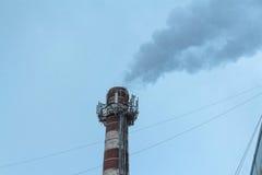 Zanieczyszczenie powietrza fabryka dymem Obraz Royalty Free