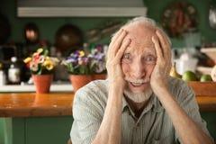 zaniepokojona starsza osoba Zdjęcia Royalty Free