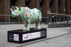 Zanna RhinoTrail - Poppy Rhino situata vicino cattedrale di millennio al ` s del ponte e di St Paul a Londra fotografia stock