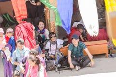 ZANSKAR, ÍNDIA - 15 DE JULHO DE 2015: Audiências intitulados que esperam Imagem de Stock