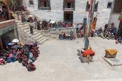 ZANSKAR, ΙΝΔΙΑ - 15 ΙΟΥΛΊΟΥ 2015: Άτιτλα ακροατήρια που περιμένουν  Στοκ Φωτογραφία