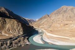 Река Инд реки Zanskar соединяя в Ladakh, Индии Стоковое Изображение