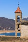 Zanurzający kościół Mavrovo jezioro, Macedonia fotografia stock