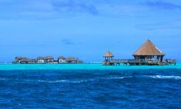 Zanurzający atolu i kurortu budynki Zdjęcia Stock