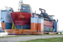 Zanurzalny nadbudowy dźwignięcia ciężki statek projektujący ruszać się na morzu ropa i gaz udostępnienia w porcie Rotterdam, Neth Obrazy Royalty Free