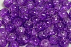 Zaokrągleni purpurowi kwarc kamienie Fotografia Stock