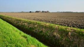 Zaorany pole w terenie Jukwerd, prowincja Groningen Fotografia Royalty Free