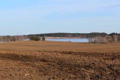 Zaorany pole z jeziorem Obraz Stock