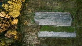 Zaoranych poly odgórny widok Ptasi ` s oka widok obrazy royalty free