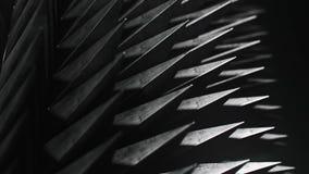 Zapętlać szyka straszni kolce pod dramatycznym oświetleniem, wersja 2 royalty ilustracja
