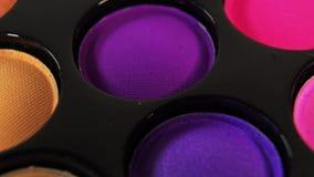Zapętlający Wirujący barwioną fachową makeup eyeshadows paletę dla kosmetyków, Super makro- strzał zbiory wideo