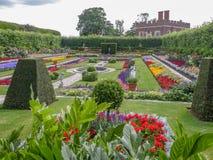 Zapadnięty ogród przy hampton court pałac blisko Londyn, UK Zdjęcia Royalty Free