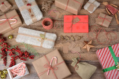 zapakować prezenty świąteczne Obraz Stock
