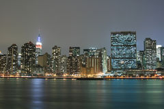 zapal Manhattan midtown nocy linię horyzontu nowego jorku zdjęcie royalty free