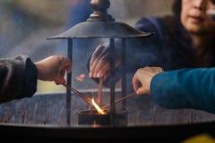 Zapalać kadzidło kije Fotografia Stock