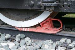 Zapata ferroviaria para cerrar las ruedas de carros ferroviarios fotografía de archivo