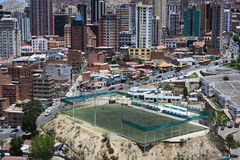 Zapata fotbollfält i La Paz, Bolivia Arkivbilder